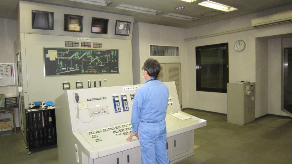 写真:粗大ごみ中央制御室