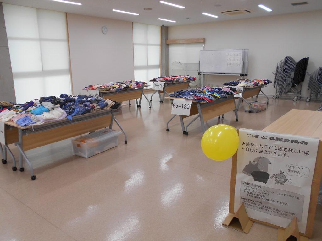写真:体験講座(子供服の交換会)