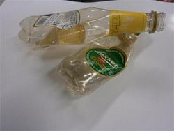 画像:輸入ビールなどのペットボトル(ラベルがきれいに剥がせないもの)