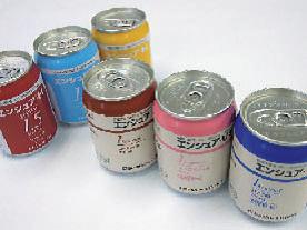 写真: 経腸栄養剤などの缶